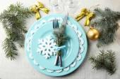 蓝色、 金色、 whitec olors 灰色桌布背景圣诞节表设置 — 图库照片