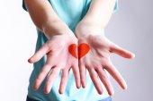 Drawing hart on female hands — Foto de Stock