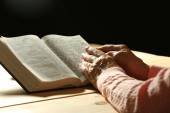 Old woman with Bible — Photo