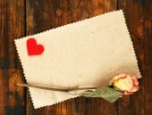 Paper with little heart and dried rose — 图库照片