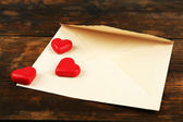 Empty envelope with hearts — Zdjęcie stockowe
