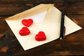 Envelope with hearts and pen — 图库照片