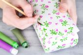Hand paints on hand made casket — Stock Photo