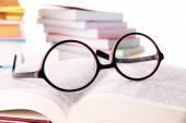 Složení s brýlemi a knihy — Stock fotografie