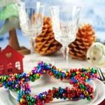 Configuração de tabela de férias com a decoração do Natal e luz de fundo — Fotografia Stock  #62483583