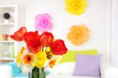 Flowers in vase on home interior — Stock Photo