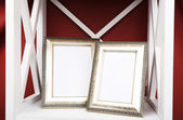 Photo frames on shelf — Stockfoto