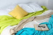 Book and glasses on bed — Stockfoto