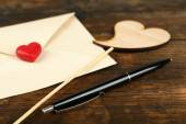 Envelope with hearts and pen — Stock fotografie