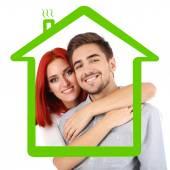 Verliefde paar bij de opstelling van huis — Stockfoto