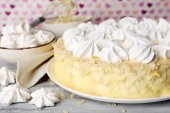 Tasty homemade meringue cake on wooden table, on pink background — Foto de Stock