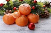 Christmas composition with tangerines on wooden background — Foto de Stock
