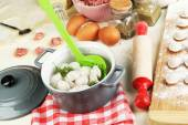 Raw and cooked dumplings — Stock Photo
