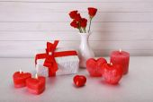 Romantic gift with candles on wooden background. Love concept — Stockfoto