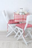 Wooden chairs and table in cozy kitchen — Stock Photo