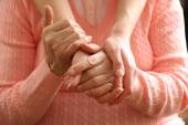 Old and young holding hands, closeup — Stock Photo