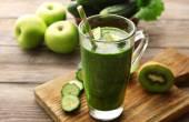 Green fresh healthy juice — Stock Photo
