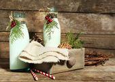 Bottles of fresh milk with natural decor, on wooden background — Zdjęcie stockowe