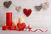 Presente romântico com velas — Fotografia Stock