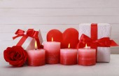 Romantisches Geschenk mit Kerzen — Stockfoto