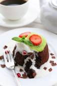 Hot chocolate pudding with fondant centre with ice-cream, close-up — Stock Photo