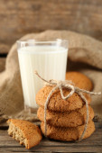 Tasty cookies and glass of milk — Stock Photo