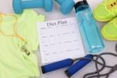 Diät-Plan sowie Sport- und Freizeitgeräte — Stockfoto