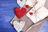 Ahşap zemin üzerinde aşk mektupları — Stok fotoğraf