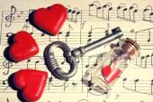 Ретро ключ с сердцами — Стоковое фото