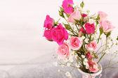 Beautiful roses in vase — Стоковое фото