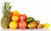 Variedade de frutas exóticas, isolado no branco — Fotografia Stock