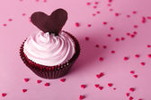 Delicious Valentine Day cupcake on pink background — Stock Photo