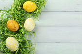 Easter composition with colorful eggs wooden table background — ストック写真