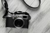 Old retro camera on wooden background — Stock Photo