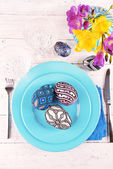 Easter table setting with Easter eggs close up — Foto Stock