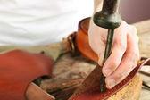 Repairing leather belt in workshop — Stockfoto
