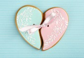 Heart shaped cookie for valentines day on color background — Stock Photo