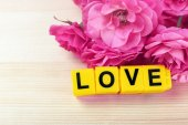 Roses with word LOVE — Stock Photo