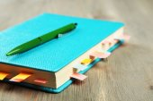 Notebook with bookmarks on wooden table — Stockfoto