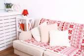 Sala com sofá confortável — Fotografia Stock