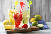 Cocktails with fresh strawberries and lemon lime on wooden background — Foto de Stock