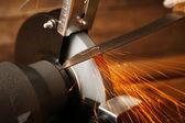 Afiador de facas na mesa de madeira, closeup — Fotografia Stock