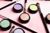 套上光的彩色背景装饰化妆品 — 图库照片