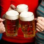 Beer in female hands, closeup — Stock Photo #70235307