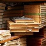 Many books on bookshelf in library — Stock Photo #70797079