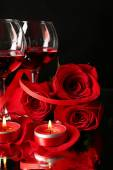 Composition with red wine in glasses, red rose and decorative heart on dark background — Stock Photo