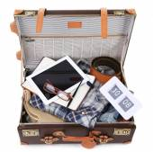 Packing suitcase for trip — 图库照片
