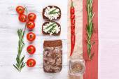 Bread with cottage cheese, greens and tomatoes on table top view — Stock Photo