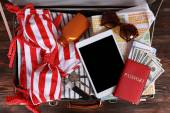Packed suitcase of vacation items — Foto de Stock