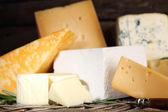 Different sort of cheese on wicker tray, closeup — Fotografia Stock